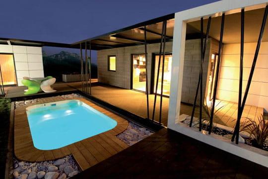 Petite piscine chic for Petite maison avec piscine
