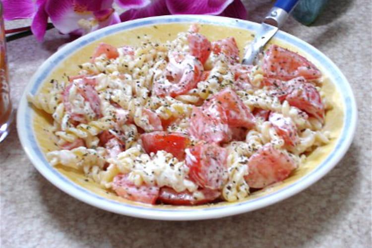 Pâtes tièdes aux tomates et au chèvre