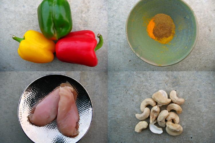 Poulet aux épices,  poivrons et noix de cajou
