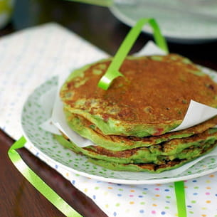 pancakes à la pistache et aux fraises séchées