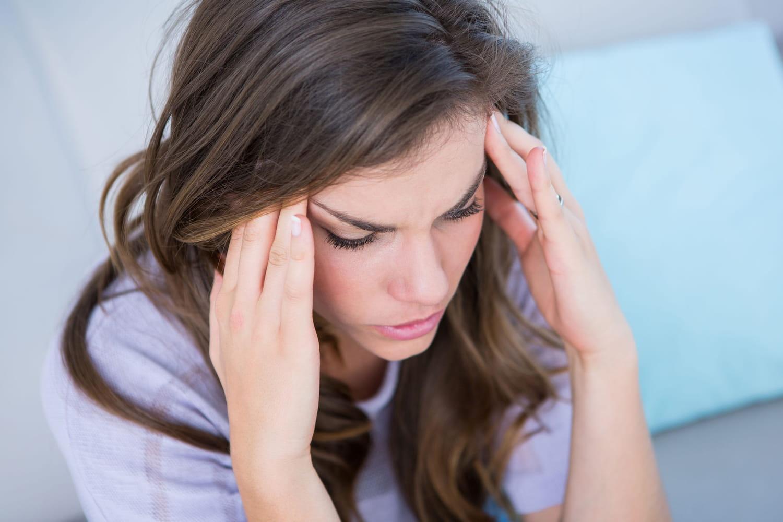 Causes d'un mal de tête, d'une migraine: stress, dents, plus graves?