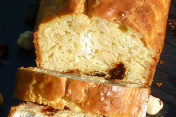 Cake à la féta, noisettes et raisins secs